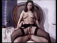Gina Wild im Schoß
